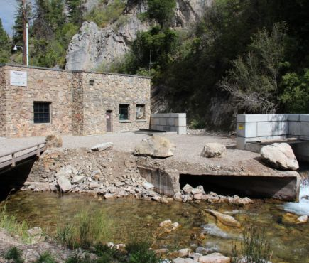 Hydroelectric powerplant building